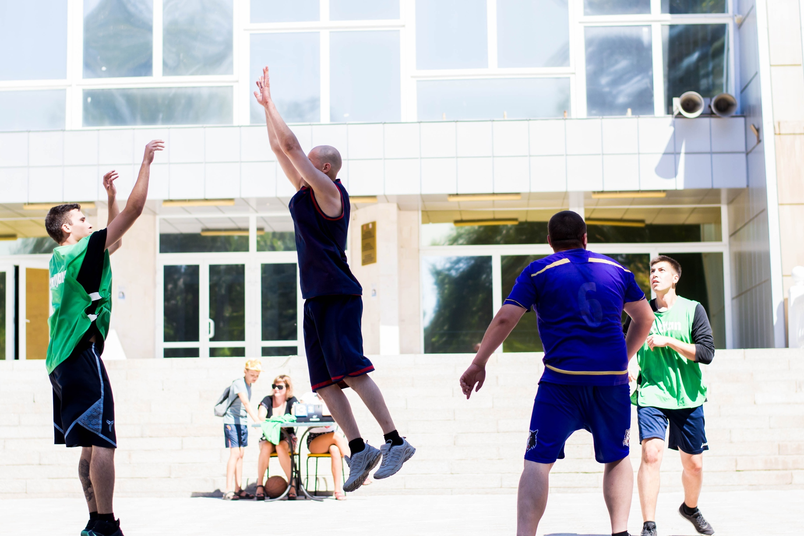На площади ЦК и Д прошли соревнования по стритболу (фото)
