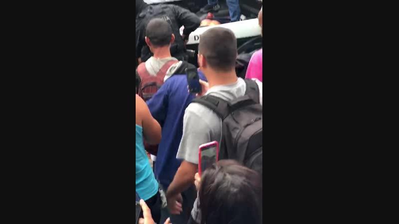 Bandidos Baleados população aplaudindo pt 1