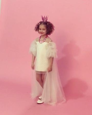 Нарядная одежда для девочек on Instagram Вот такая Принцесса @annapavaga в белом Шлейфе украсит сегодня наш воскресный вечер 🤩👑🌠🦄🌠🙌 evelinkid