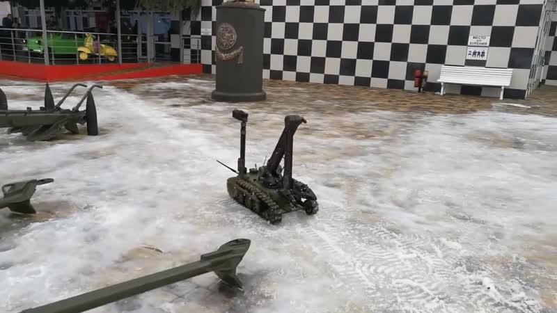 Военный робот в парке Патриот