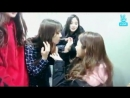 Leader JiU feeding her hungry kids in the middle of her mukbang show - All of them lining up, waiting for their turn XD - Dreamc