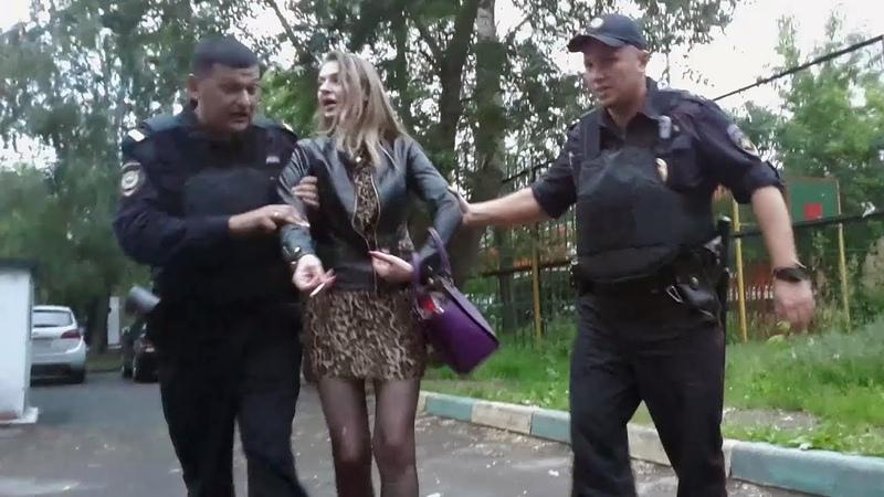 Пьяная блондинка сбегает после ДТП