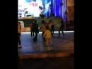 Соня отжигае (чёрные кросы и жёлтая кофта)🤘🤘🤘
