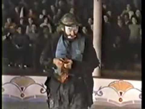 EMMETT KELLY Sweeping Up the Spotlight Gag 1967
