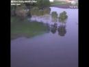 В США грузовой поезд упал в реку с обрушившегося моста. В воде оказалось около 20 вагонов (@batonsk)