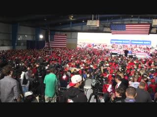 Zehntausende unterstützen trump bei wahlkampfveranstaltung in illinois (wähler, wählen nur eins, die sklaverei!!!)