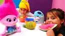 Видео для детей Пирог для Розочки Тролли Веселые игры