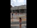 Ярославский фонтанчик, детки в восторге