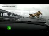 В объектив регистратора попал кран, врезавшийся в опору Крымского моста