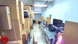 Во время осмотра телевизора на складе, у парня взорвался вейп прямо в кармане его штанов