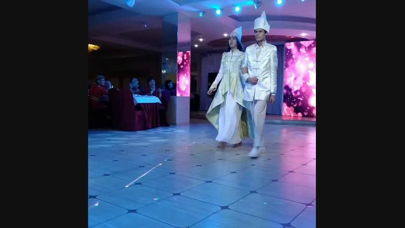 Дефиле бурятских свадебных костюмов на Курумканском землячестве