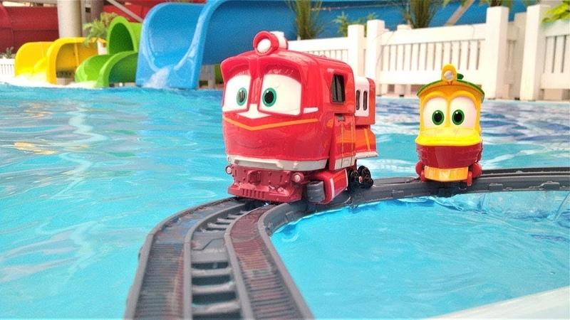 Os Trens Robôs constroem uma ferrovia no parque aquático.