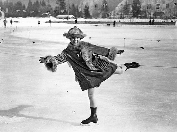 В этот день ровно 95 лет во французском Шамони официально открылись I зимние Олимпийские игры В Играх принимали участие спортсмены из 16 стран, в общей сложности 258 человек. из которых было 245
