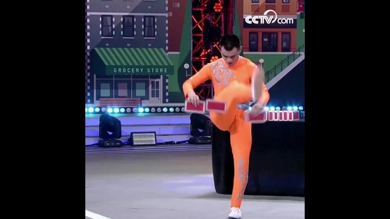 Жонглирование кирпичами