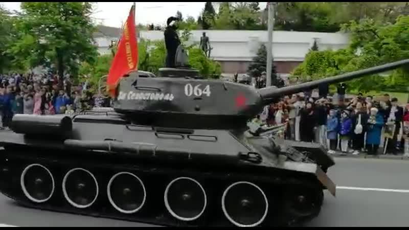 День Победы - Т-34, ИС-2, СУ-76 в Севастополе