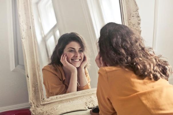 Внутренняя улыбка - это улыбаться самому себе, когда я замечаю себя: своё состояние, свои ощущения, чувства, эмоции, мысли и действия, какие бы они ни были.