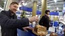 ПРОДАВЦЫ НЕ ХОТЯТ ЕСТЬ ТО ЧЕМ ОНИ ТОРГУЮТ ТУХЛЫЙ ТОРТ ЗА 1500 Ищем просрочку в супермаркете
