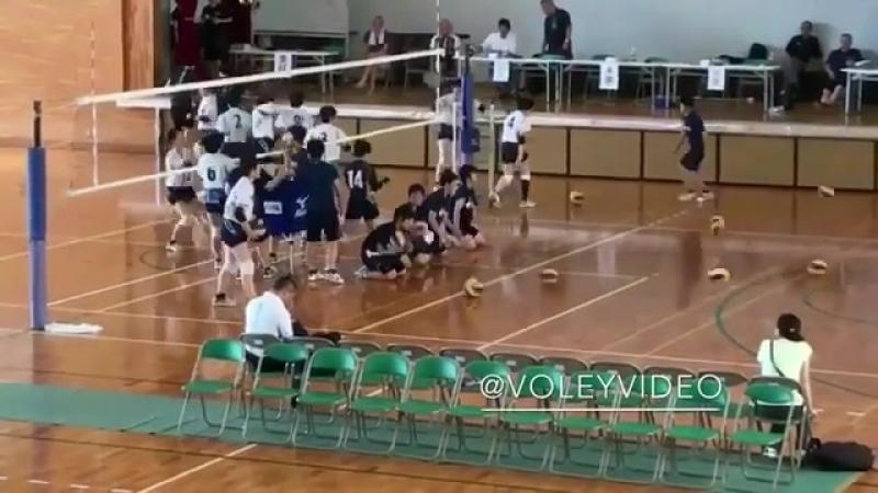 Разминка перед волейбольным матчем в Азии