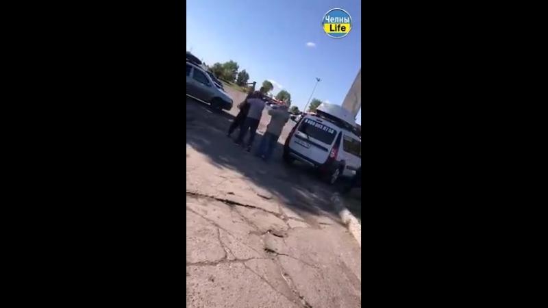 Таксисты дерутся в Челнах Дарт Вейдер vs Обиван епт