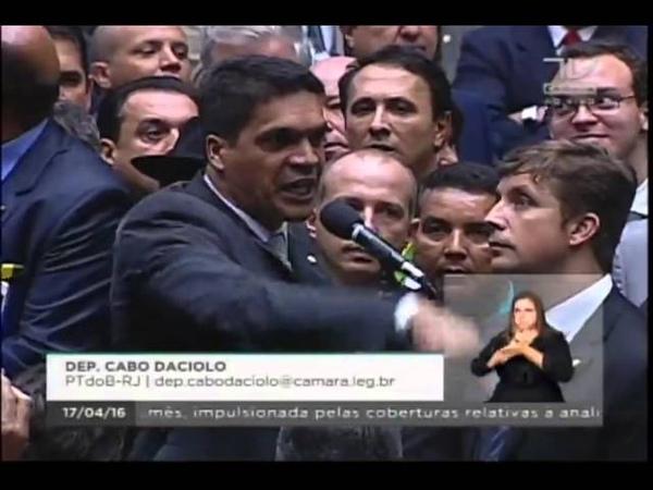 Cabo Daciolo vota pelo Impeachment em nome de Jesus