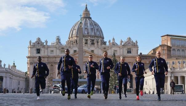 В Ватикане создали сборную по легкой атлетике с участием священников, гвардейцев и 62-летнего библиотекаря. Они планируют участвовать в Олимпиаде В Ватикане в службе печати Святого престола 10