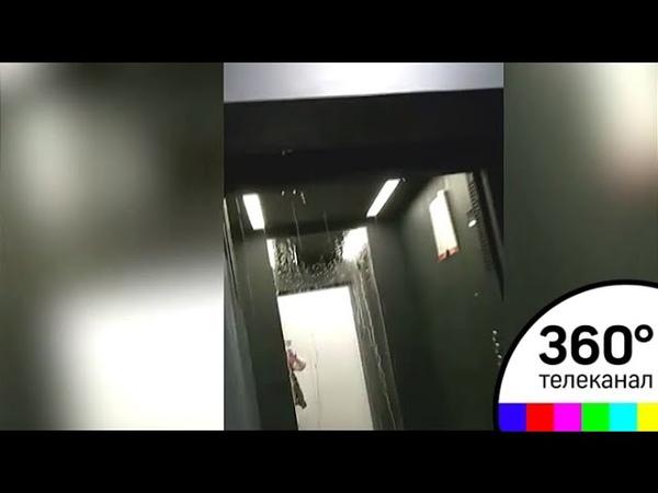 На жителей Бутово парк-2 в лифтах обрушился горячий поток воды