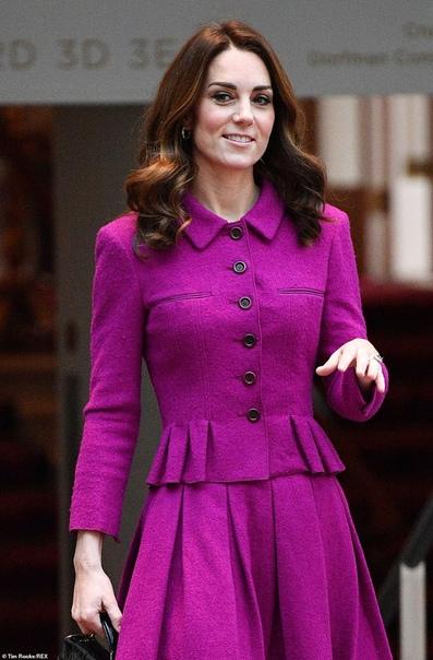 Кейт Миддлтон посетила Королевский театр Ковент-Гарден в Лондоне Череда официальных визитов 37-летней Кейт Миддлтон сегодня продолжилась. Несколько часов назад герцогиня Кембриджская приехала в