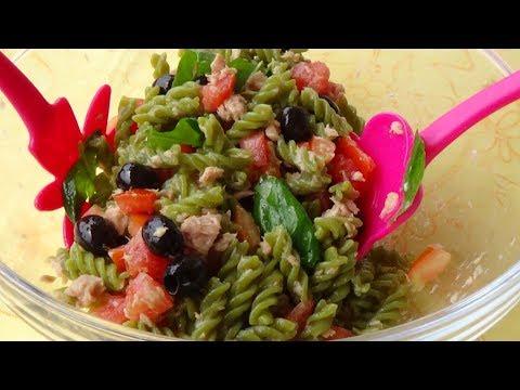 Pasta fredda di piselli con tonno, olive e pomodorini