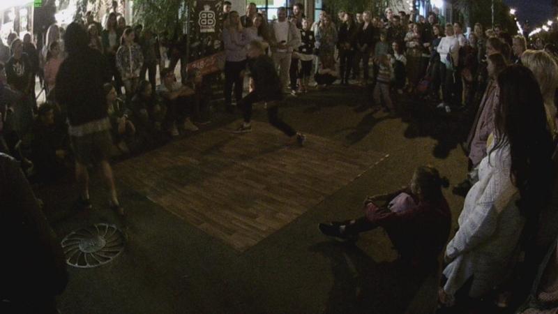 Выступление Алены Русовой из школы танцев Brooklyn 18.08.18 на ул. Куйбышева