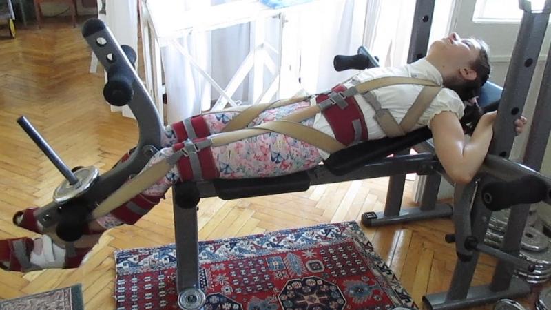 Занятие в костюме Гравитон. Упражнения для ного и мышц пресса.