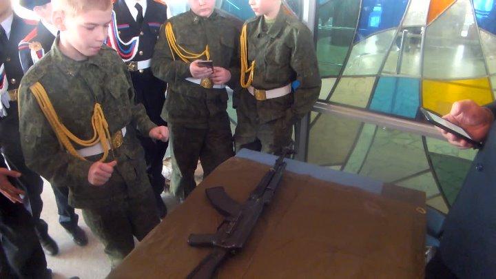 Всероссийский смотр строя среди кадетских школ. Разборка и сборка автомата