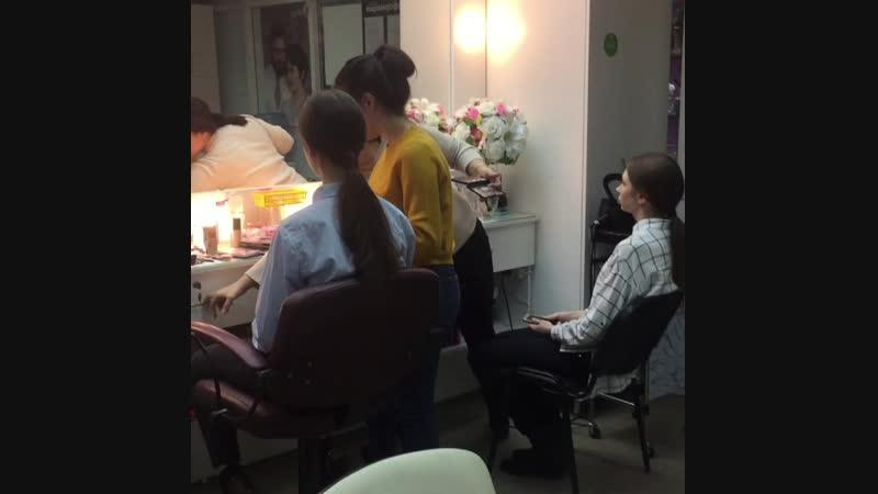 Аншлаг в парикмахерской Империал Модели от молельного агентства Дарьи Хозяевой макияж 💄 от Шушанный Мартиросян