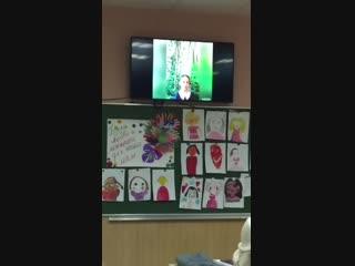 Спасибо нашему учителю, Марине Николаевне за это прекрасное видео😍👍 Как это трогательно и мило🙏 И портреты мам детки нарисовали