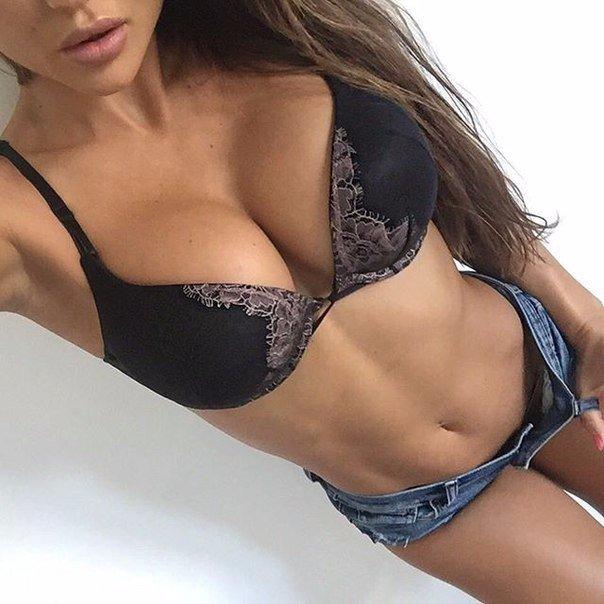 Pale mature babe adores spontaneous public porn