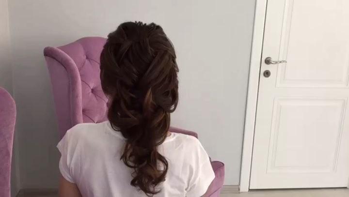 """𝐿𝒦 𝑀𝒶𝓀𝑒 𝒰𝓅 on Instagram: """"Доброе утро😍 Вашему внимания «греческая коса», полюбившаяся невестам и выпускницам😘 Всё потому что она прекрасно сочетает..."""