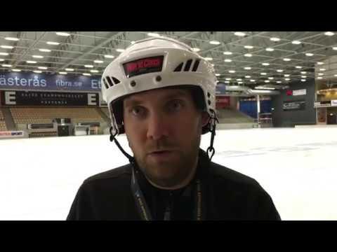 Damlagets första träning på is för säsongen