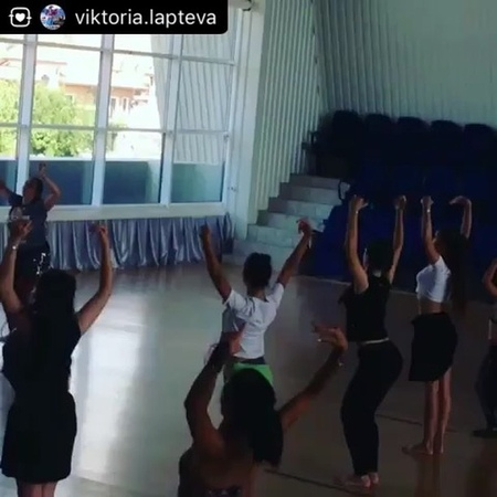 """@maktub.festival on Instagram: """"Вот такая интересная разминка перед мастер-классом по Саиди от Анастасии Самариной. мактуб2018"""""""