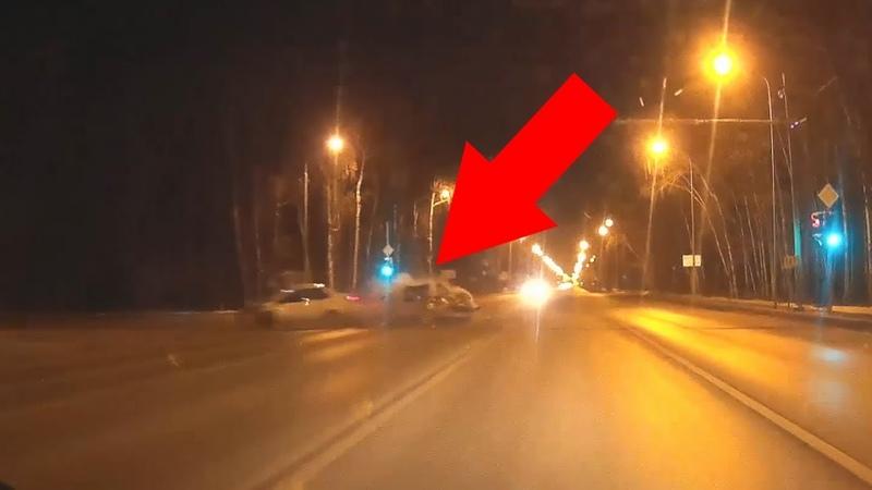ДТП: Нексия влетела во встречную машину на перекрестке Мельникайте - Дружбы.