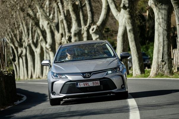 Новая Toyоta Corolla тест «маленькой Camry». Corolla прибавила в роскоши и глянце, но достаточно ли этого для такого «прозвища»Думаете, «маленькая Camry» это наша выдумка Нет, так теперь
