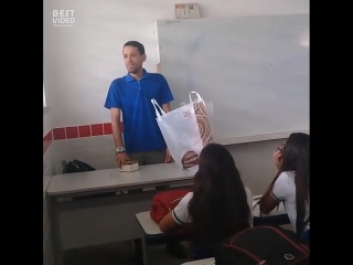 Учителю не платили зарплату и ему приходится спать прямо в школе. но на помощь пришли ученики...