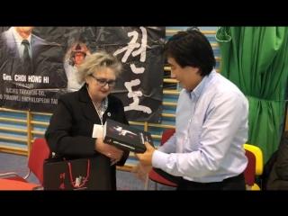Мой подарок Grandmaster Sheena Sutherland, единственной женщине в мире таэквон-до, которая облаадает 9-м даном в таэквон-до (ИТ