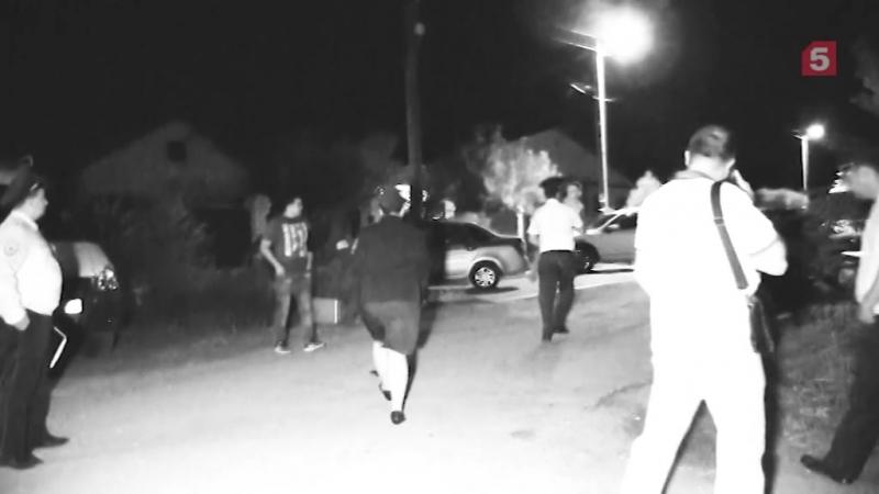 Освобождение жены и ребенка, которых захватил пьяный муж-дебошир, сняли на видео