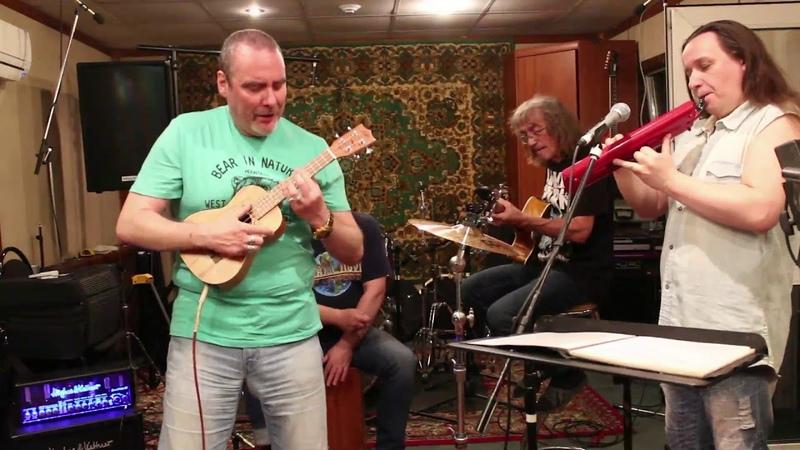 Яблочко. Группа Driver: Укулеле - Мелодика - Кахон - Гитара = Необычное звучание.