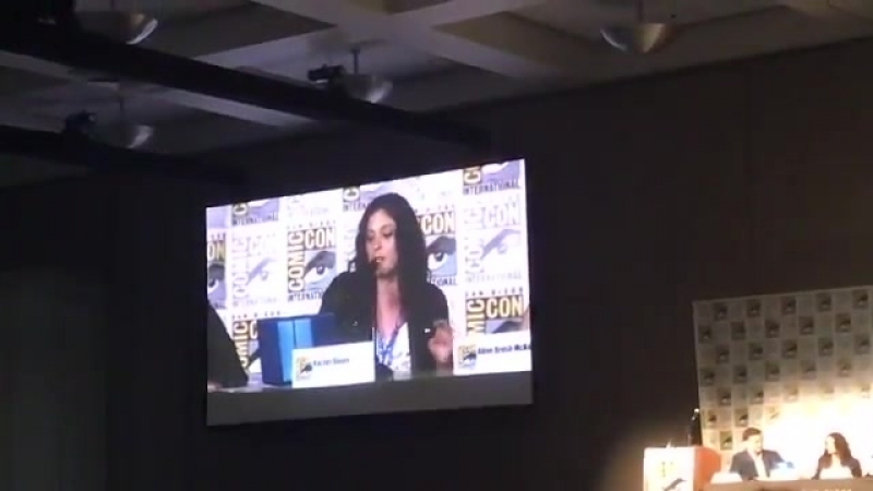Rachel Bloom sings the Season 4 CrazyExGirlfriend theme song! sdcc