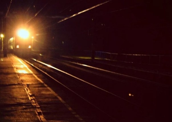 Призрачная электричка Я спешил домой с работы. Было уже темно и морозно — декабрь месяц, как никак. Поскольку работал я в одном городе, а жил в другом, то приходилось ездить на электричке. Утром
