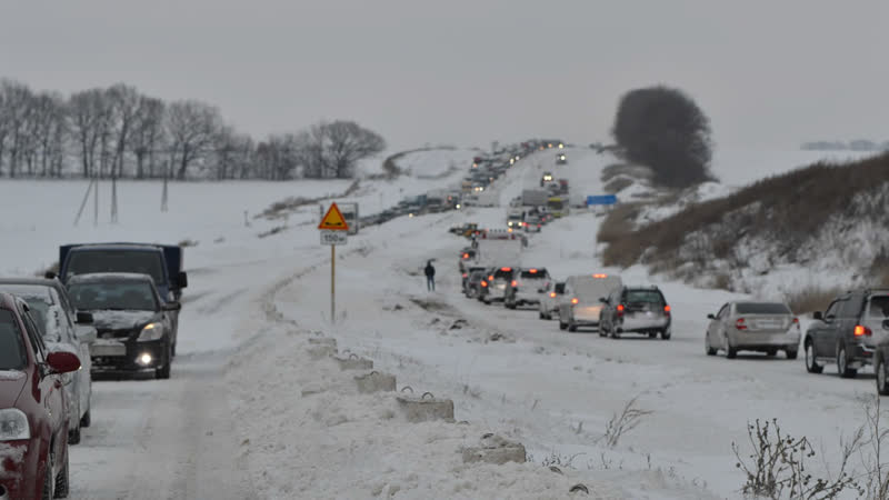 Всі в'їзди до Полтавської області перекрили через складні погодні умови