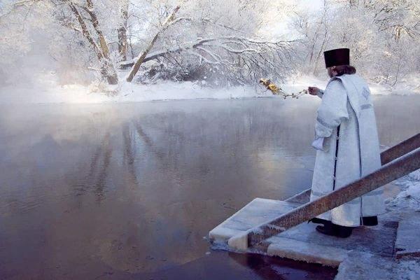 Крещение: приметы, традиции, что можно и нельзя делать Крещение великий церковный праздник, который празднуется два дня (18 и 19 января) и совпадает с окончанием новогодних святок. Отмечают его