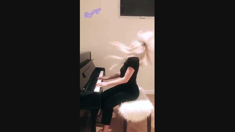 13 января › Ava via Instagram Story