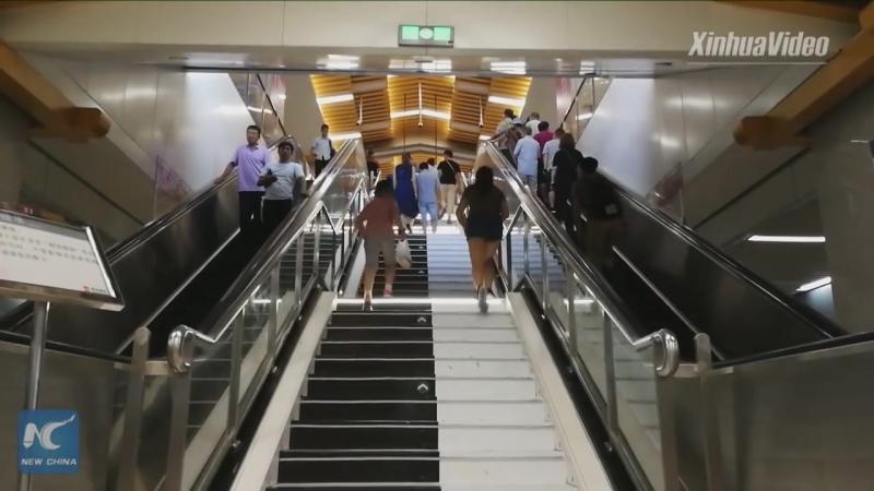 Лестиница-фортепиано в метро!