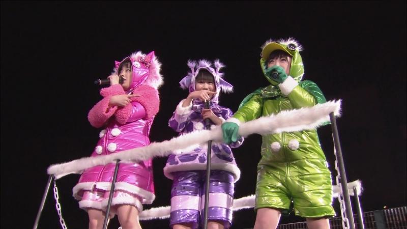 Momoiro Clover Z - I Saw Mommy Kissing Santa Claus / Ikuze! Kaitou Shoujo (Momoiro Christmas 2013)